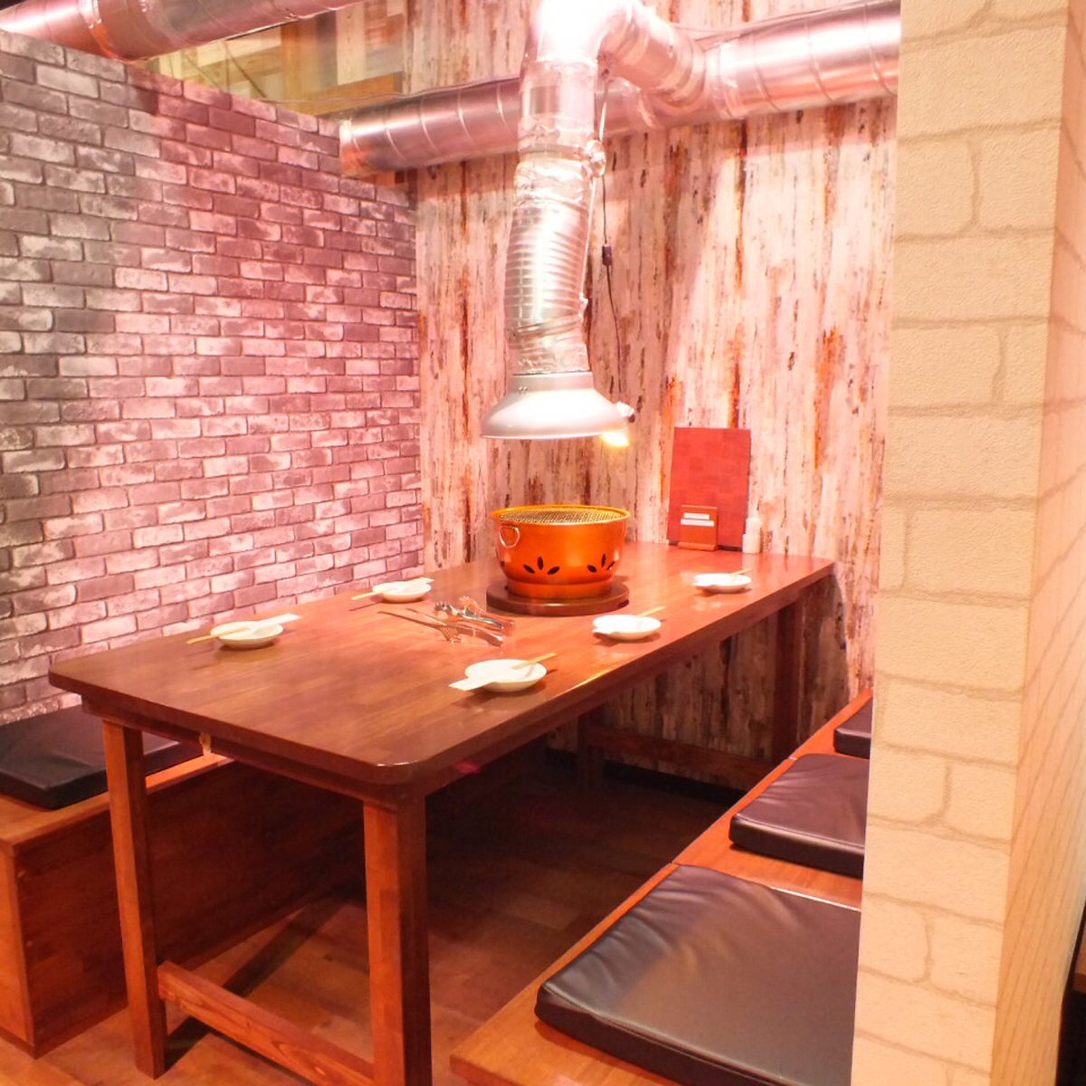 Inside settled down at home ♪ The space with a sense of cleanliness is a shop that you can use for women only.【Table seat 3】