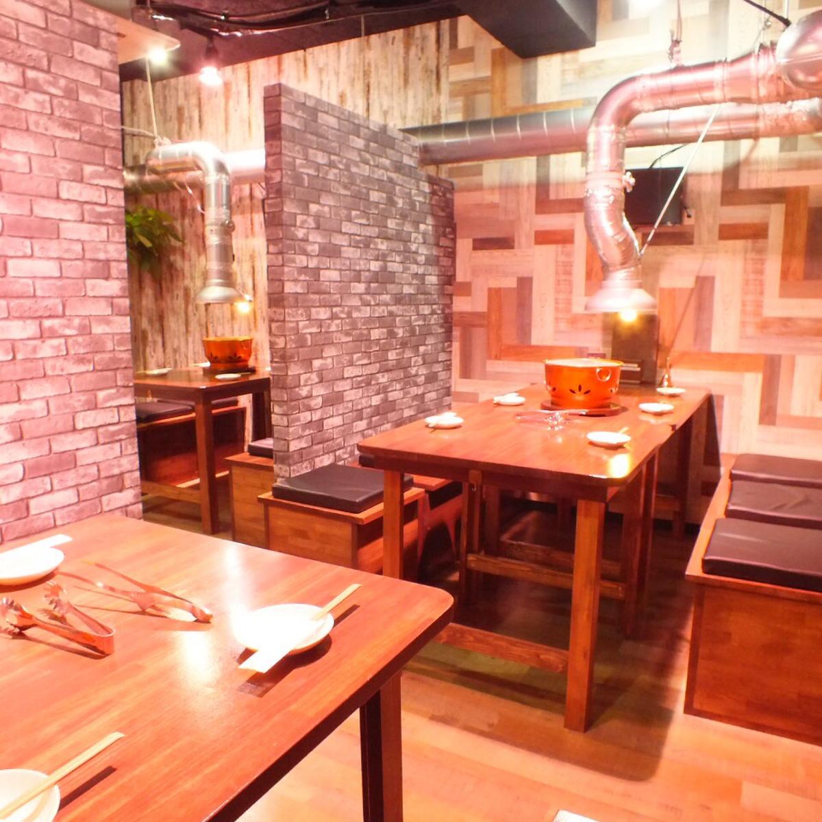 一個寬敞的私人空間在一個分區隔開一對♪推薦約會☆【桌座5-6】