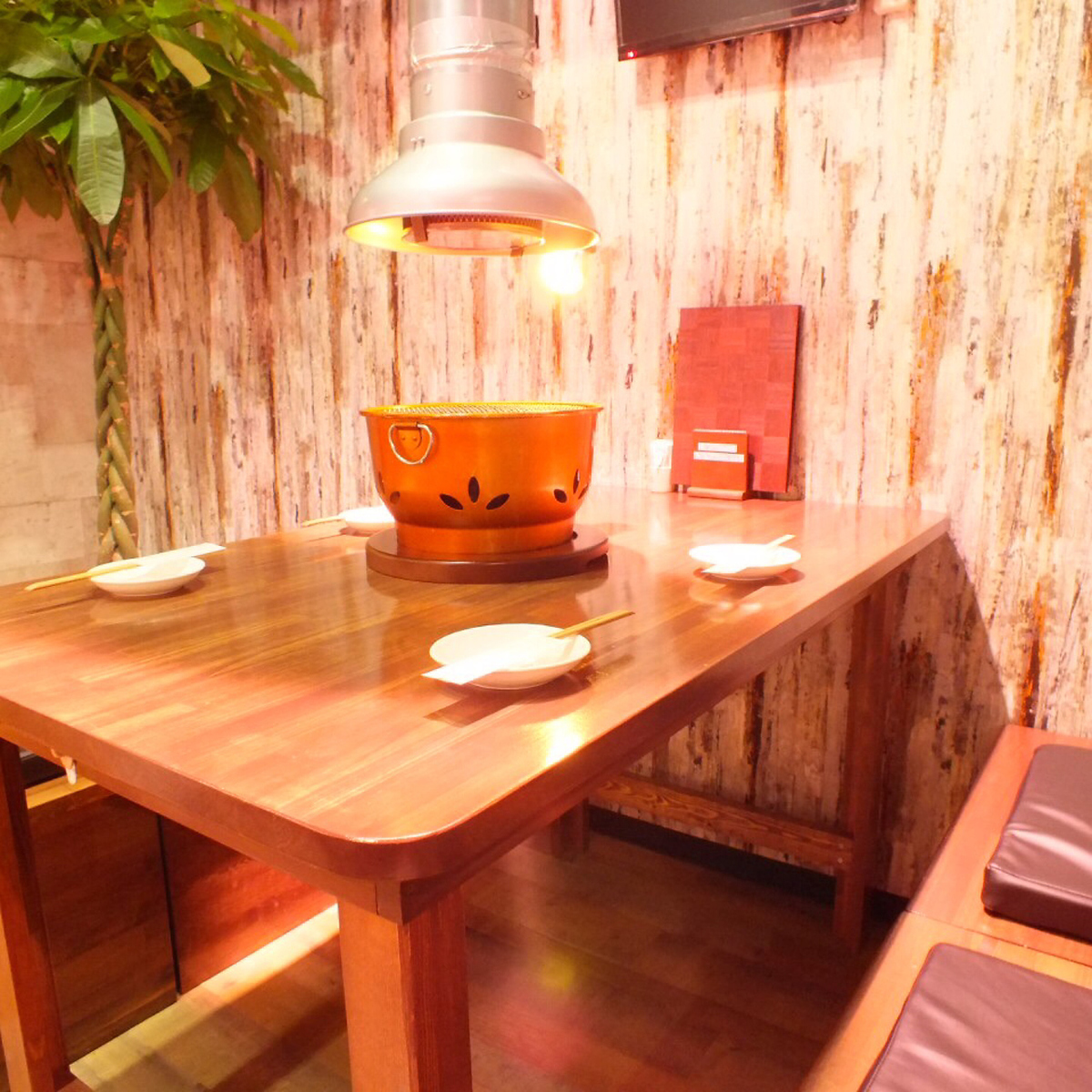 Seats available for up to 4 people.It is a seat popular among family and mama.【Table Seating 7】