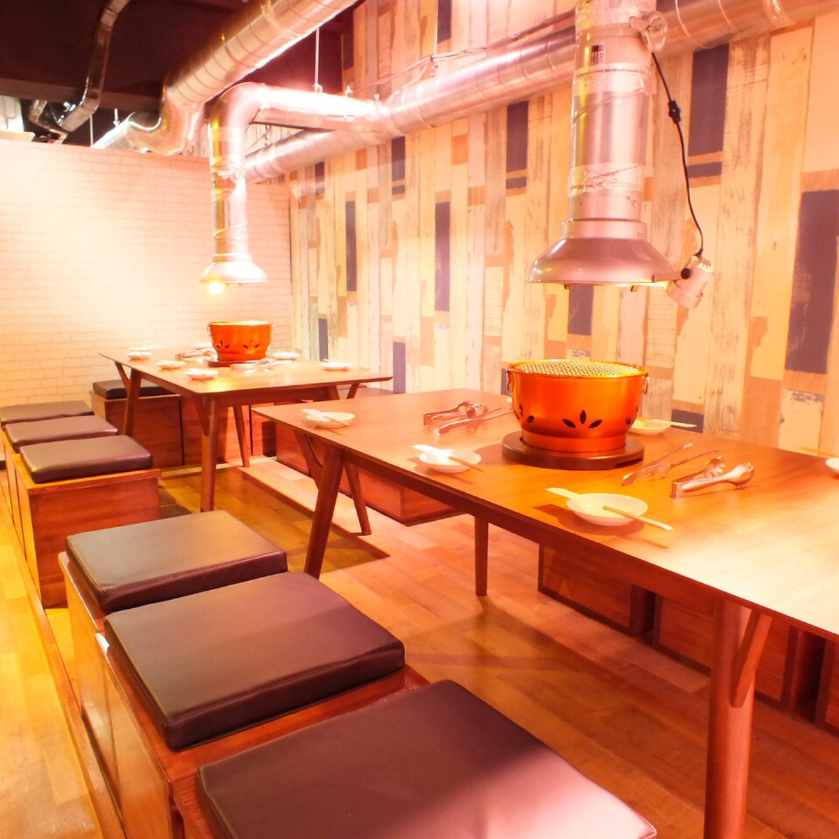 Seats that are perfect for launch and drinking party with company and circle associates ☆ Ideal for compa- tion of large numbers 【Table seat 1-2 number】