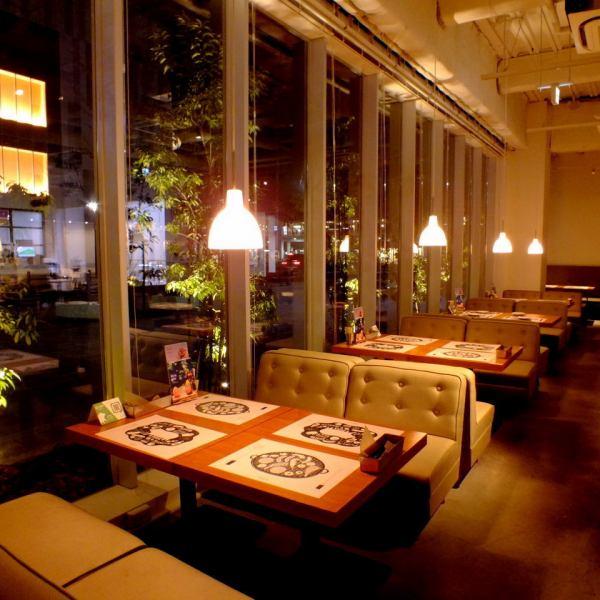 雰囲気抜群のソファ席を多数配置。デートやゆっくり女子会に御利用ください!