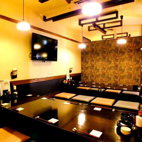 A digging tatami mattress can party up to 25 people! There is also a private room available for up to 10 people.