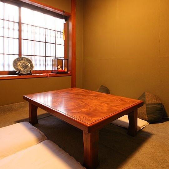 私人房间可供4人至6人使用,建议娱乐或与家庭聚餐一起使用。
