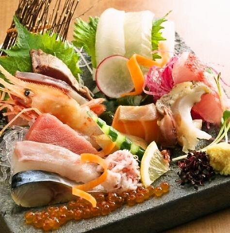 Fresh sashimi directly from the market, ripe fish with topics overflowing with umami etc.