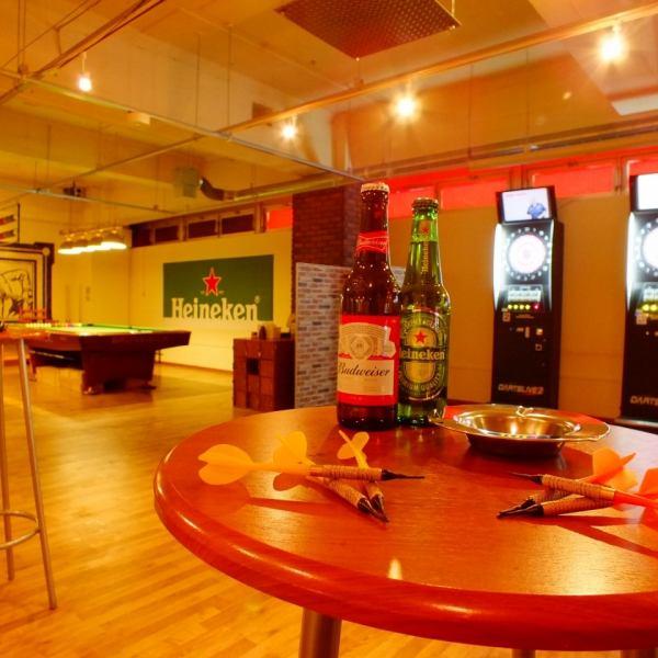 大型TV3台完備!!12:00~営業!!朝5:00まで営業なので、2次会・3次会にもぴったりダーツマシーンも完備!ダーツ7台、ビリヤード2台、★ウッド調の可愛いカウンター席で、ワイン・カクテルも楽しめる♪