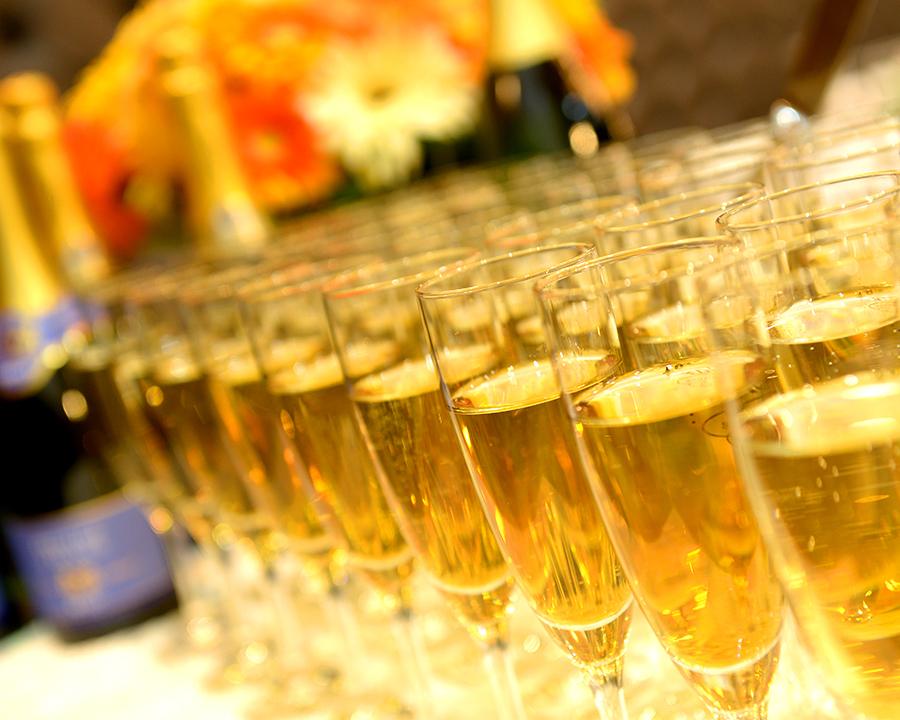 貸切時の乾杯に。スパークリングワインの陳列は圧巻!