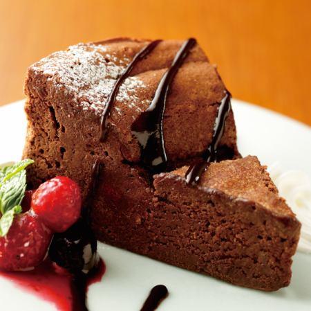 Gateau chocolat with raw chocolate