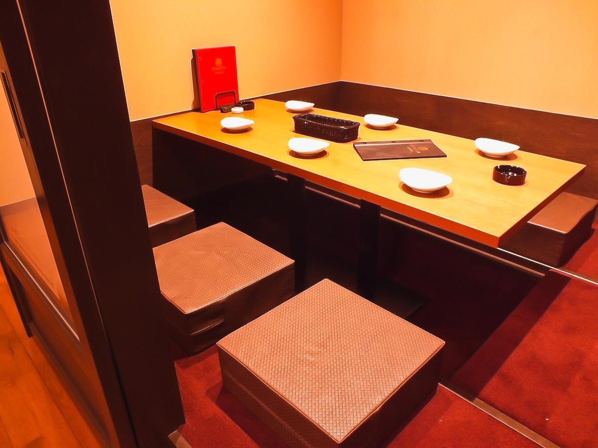 2名様~6名様でお使いいただける個室♪2階は完全個室でのご用意。デートにも最適。