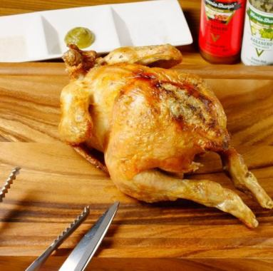 """Roasted chicken cuts in front of you! Our specialty """"Roast chicken country"""" is a menu that you can enjoy by watching with eyes because it cuts out excitingly in front of you as well as having fun eating ◎"""