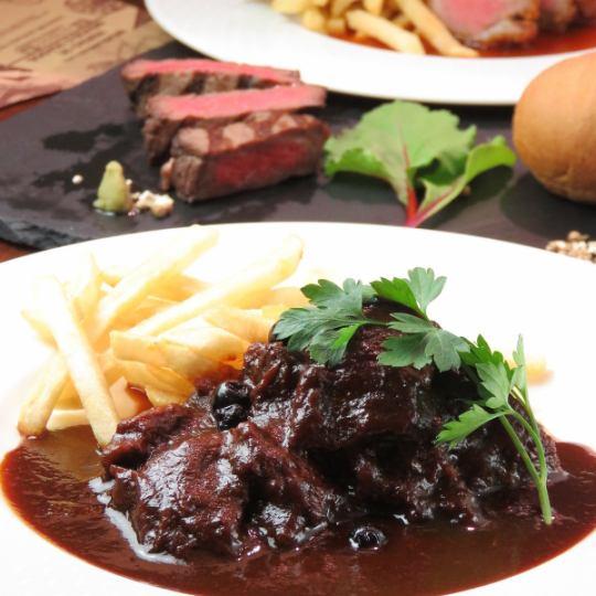 【自助晚餐】主要肉類+«熟食店·沙拉·軟飲料等自助餐»2500日元(含稅)