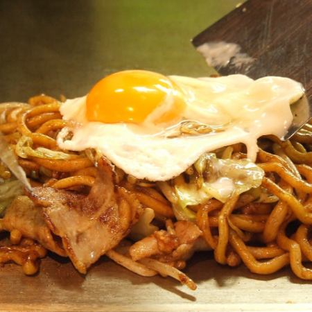 (Extremely thick noodle W source yakisoba) Pig / squid