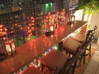 Another terrace counter seat is the space where you can enjoy the night view of Tenjin.