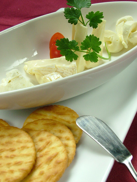 ● Assorted daily cheese (3 varieties)