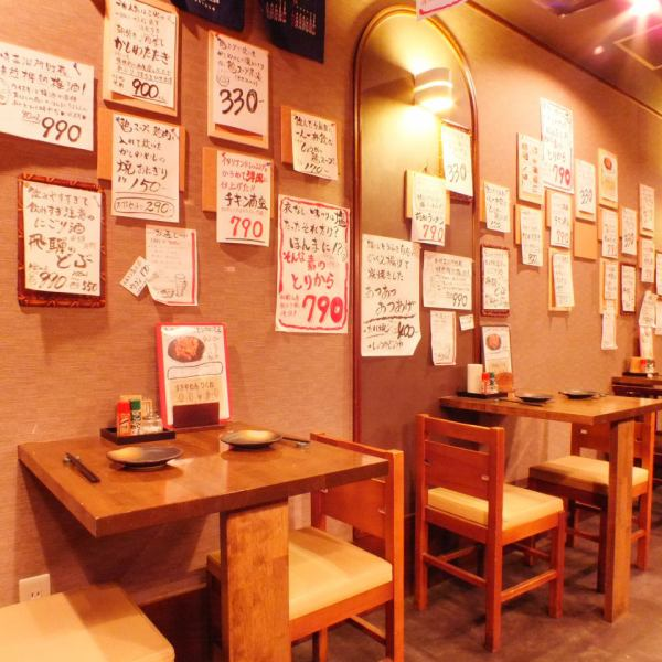 【Table seat】 On the wall, the store manager's handwritten menu table is slurried ☆ Menu details and recommendation points are carefully written one by one.While seeing this, please find your favorite menu ♪