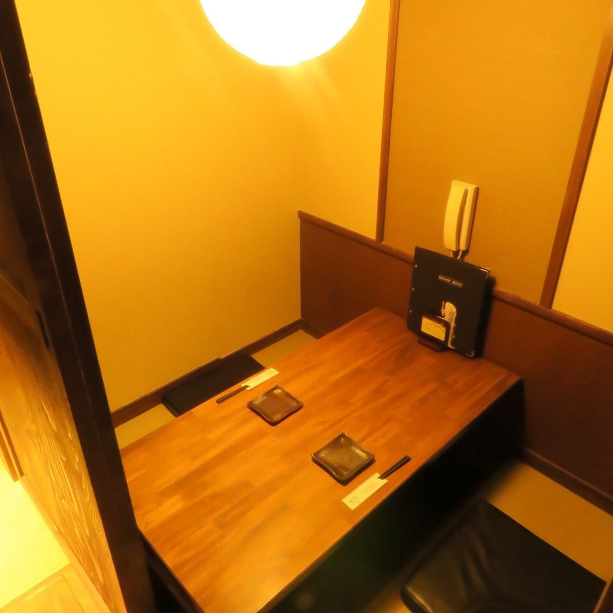 It is a hidden room private room in the back of Osami.You can use it for up to 5 people.
