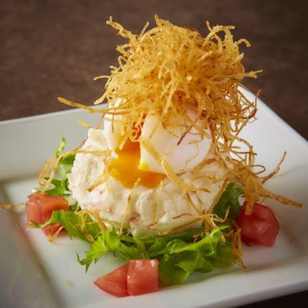 成熟的蛋土豆沙拉