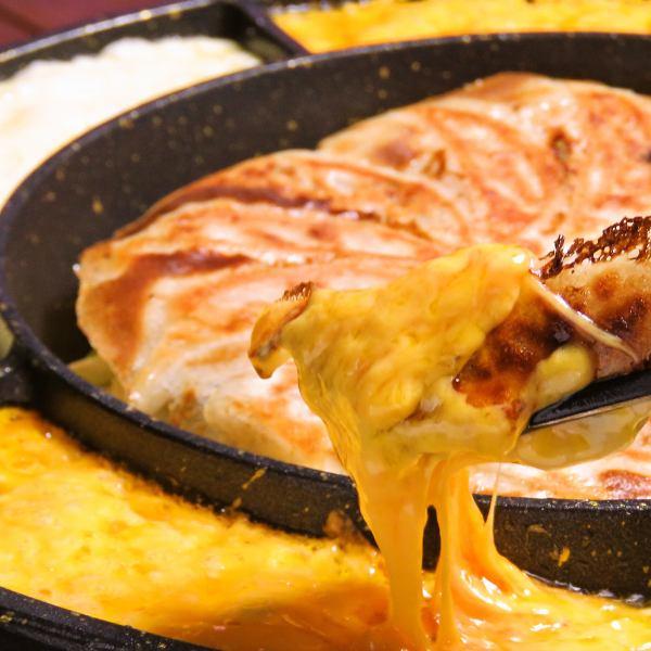 餃子チーズフォンデュ