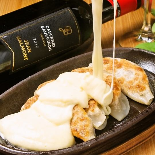【Cheese × Dumplings】 RACLETTE CHEESE BISTORO GYOZA !! Our specialty dish !! Using Red Wagy beef and Atsugi pig mince ★