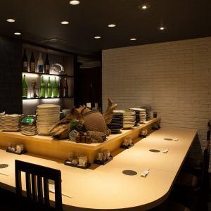 即使您要求很多菜肴,也可以放松地享受宽敞的柜台座位。请花时间♪