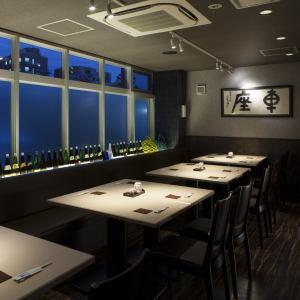 最多可容纳26人的宴会桌,附有一张4人座的桌子!请咨询本店!!