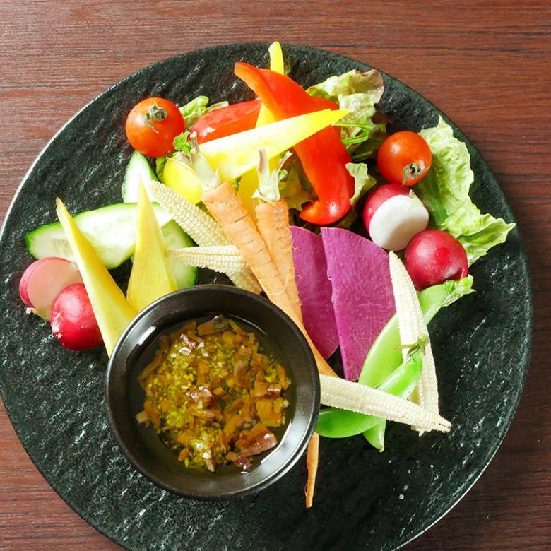 野菜ソムリエ厳選の彩りバーニャカウダ