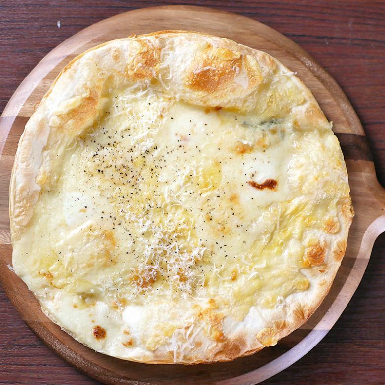 Pizza クアトロフォルマッジ