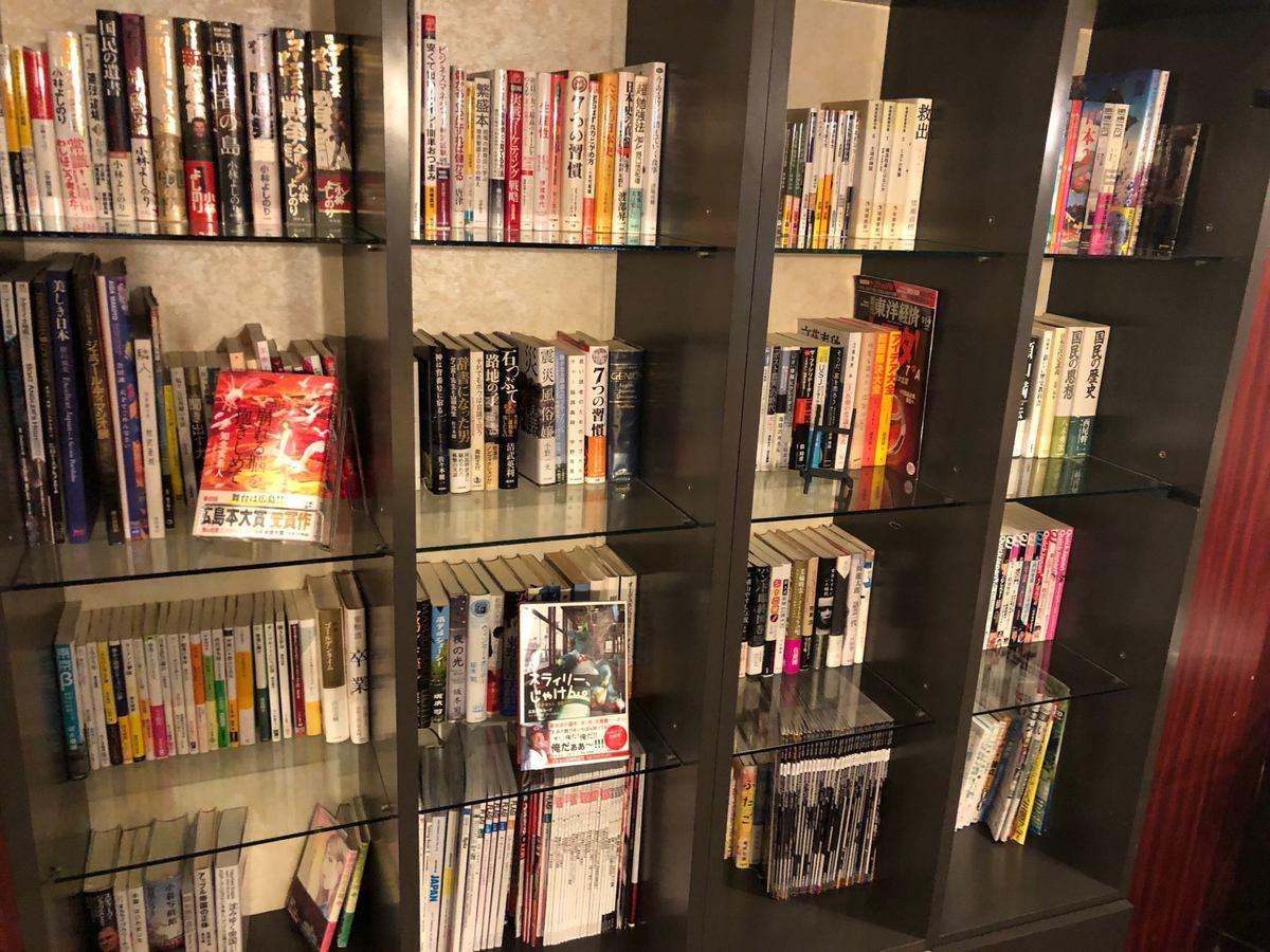 많은 책도 놓여져 있습니다 !! 천천히 자유롭게 읽어주세요 !!
