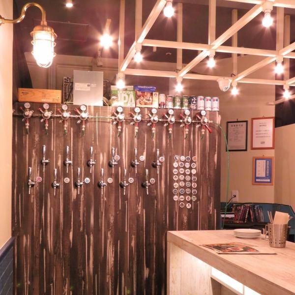 店内にある大きなサーバーからは、日本・世界のクラフトビールを樽生で楽しめます♪