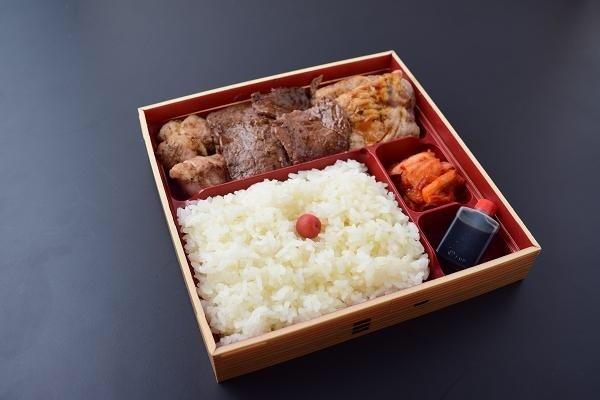 """8. Yakiniku便当""""3种素""""与茶"""
