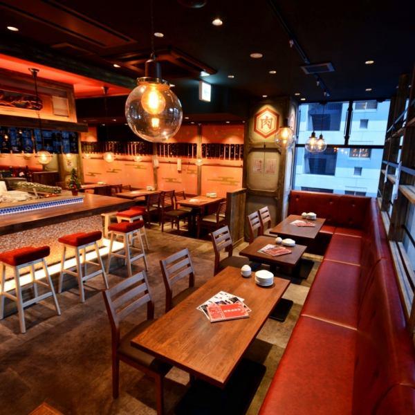 【名古屋车站步行1分钟!】日本现代风格的平静空间!最多可容纳110人!享受各种座位类型,如柜台座位,卓越的存在感,可以看到手柄和沙发座位的私人房间准备好了!你可以广泛用于公司宴会和二次飞行!