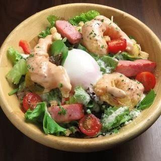 海老マヨと温卵のシーザーサラダ