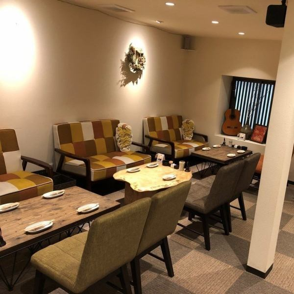 The second floor is very fashionable and cute space prepared! It is a relaxing space not like a Yakitori shop.Because it is a full seating sofa seat, you can use it comfortably like a living room ♪ charter (10 people ~ OK!) Is also welcome, so please do not hesitate to contact us.