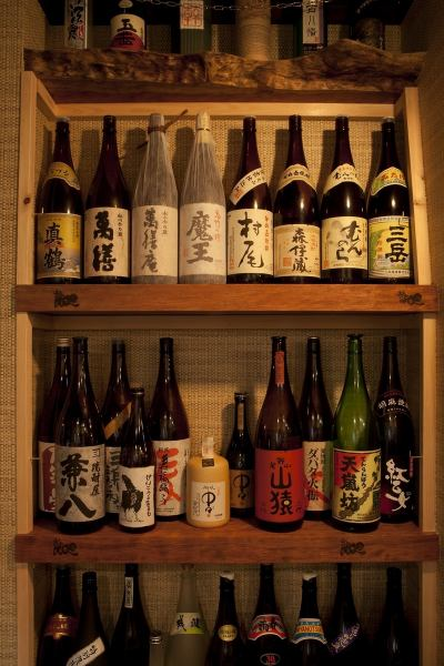 Masterpiece of shochu shelf beyond the refrigerator and 150 kinds of sake to jump to the eye as soon as entering the entrance of more than 80 species!