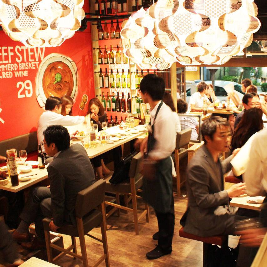 【桌座:可容纳2至10人】这是一个桌椅,适合小团体和小团体的饮酒派对。请联系我们,以便我们预订!请不要犹豫,加入我们。请在高档酒吧空间享用葡萄酒和牛排等美食!我们恭候您的光临!