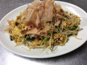 Stir-fried egg with bean sprouts