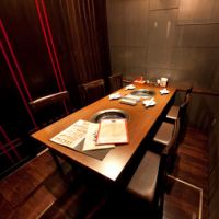 Complete private room table seat.Please spend relaxing with close friends and family.