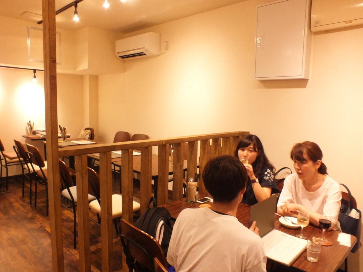 4名様用のテーブル席はご家族に人気!