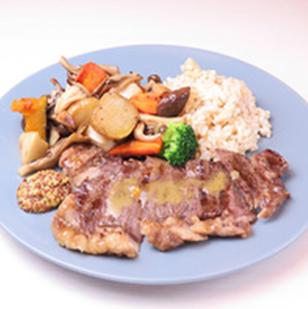 ペッパーステーキ マッシュルームのグリルとロースト野菜 玄米付