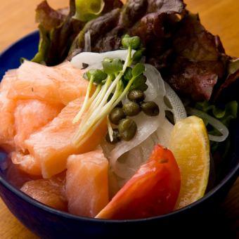 【春メニュー】新玉ねぎとサーモンのサラダ