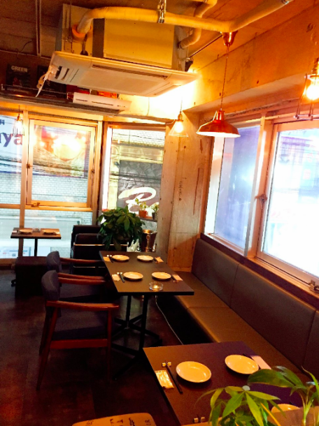 We also have space available for small groups (from 10 people).For those who want to direct friends' birthday party or private space, they transform into precious private rooms.We will also offer you a great plan according to the contents of the charter.Please feel free to contact us.