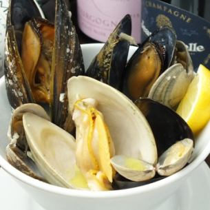 Steamed white wine of three kinds of shellfish