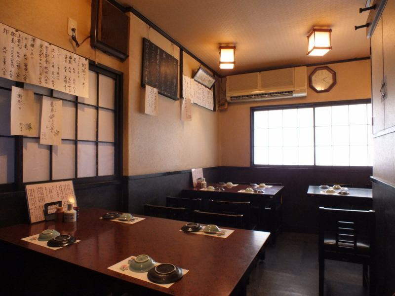 It is surrounded by washi paper lamps and shoji paper shops, a store where drifts in an old nostalgic atmosphere.It is a calm space where the bustle of the table does not reach.Please enjoy the fresh seafood and attentive sake, please enjoy yourself to your heart's content.