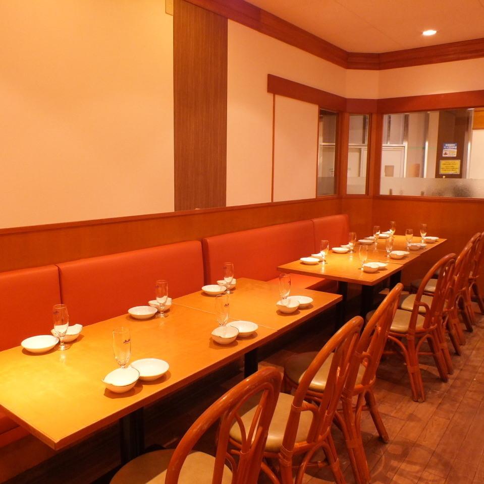 適合舉辦公司宴會和發布會等組織的座椅。適合8至12人坐在沙發和椅子上的座椅。對於希望在輕鬆寬敞的商店舉辦派對的客人來說,這裡是理想的選擇!