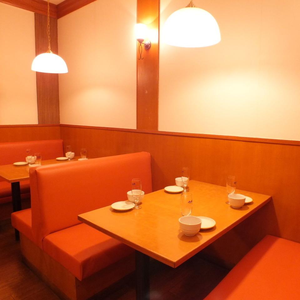有2到4個人的座位/兒童椅♪您可以通過色彩繽紛的沙發和開放感享受更多樂趣。商店旁邊有一個吸煙室♪