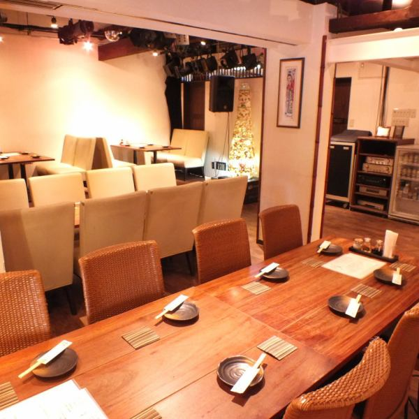 [Private] The first floor is reserved for 20 people up to 22 people.The entire second floor can be reserved for 30 people up to 36 people.We also support various banquets.Please feel free to contact us if you have any questions about reservations.