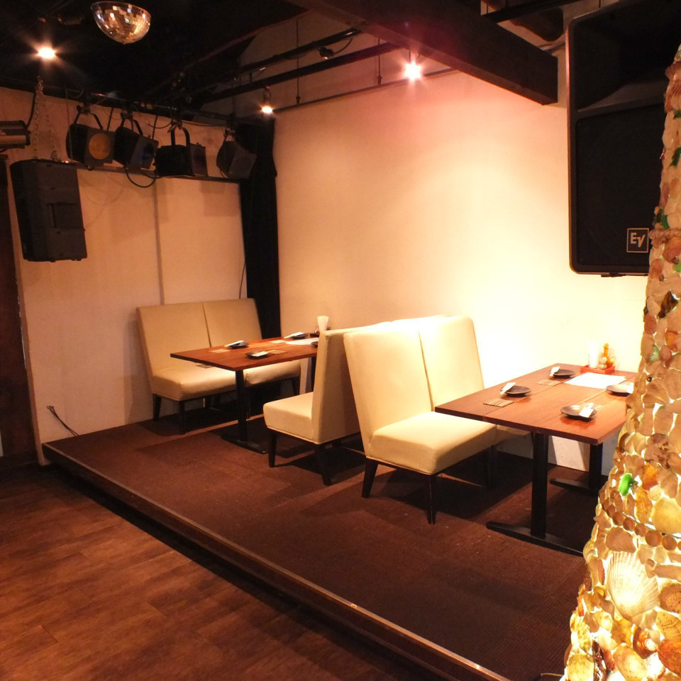 I usually have a seat.As you can also use it as a stage, please feel free to contact us ♪