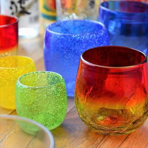 『琉球ガラス』目で楽しみ、舌でお酒を味わう