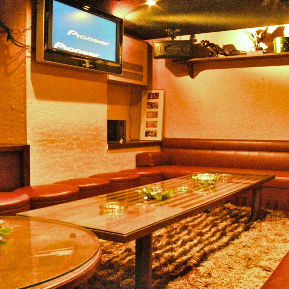Private room with karaoke! Enjoy without worrying about surroundings.