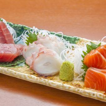 生鱼片上有4份生鱼片