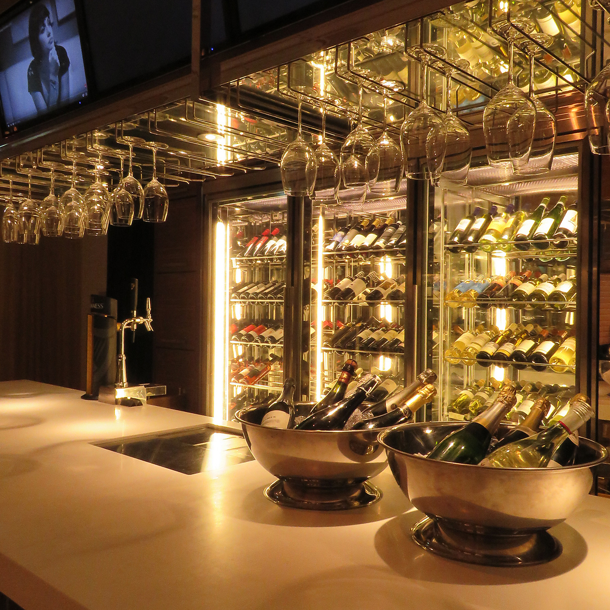More than 60 kinds of red and white wine! 500 yen glass ~ bottle 2500 yen ~